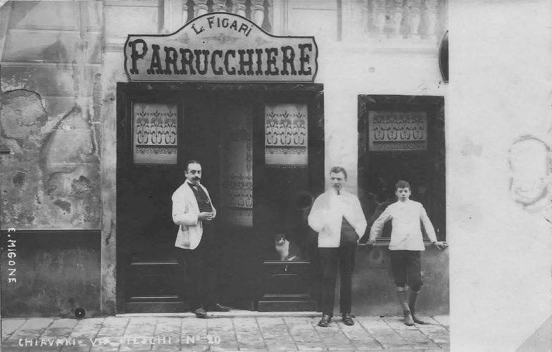 Chiavari 1900: Via Vittorio Veneto - Le coiffeur L. Figari - photo de Riccardo Penna