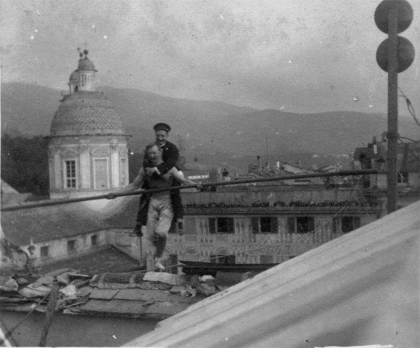 Chiavari 1912: Piazza XX Settembre, the equilibrist Strohfneider - photo by Riccardo Penna